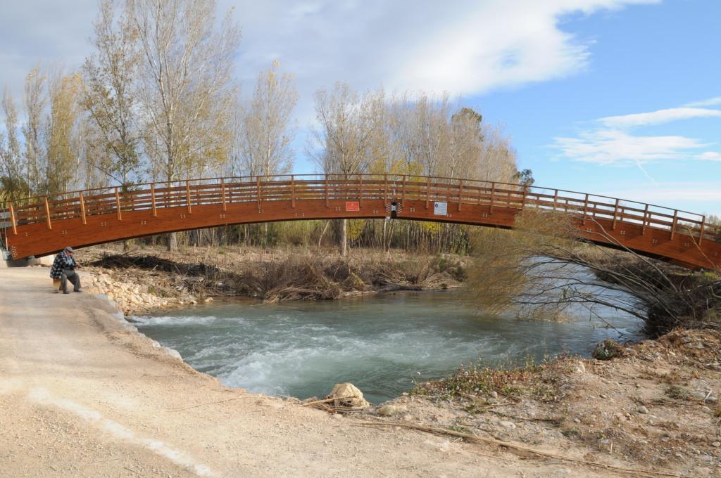 Puente peatonal  en el Parque Fluvial del Turia (Valencia)