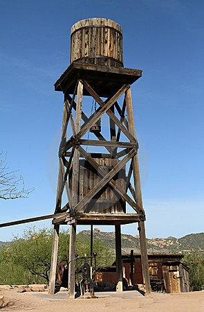 old-water-tower-14904627