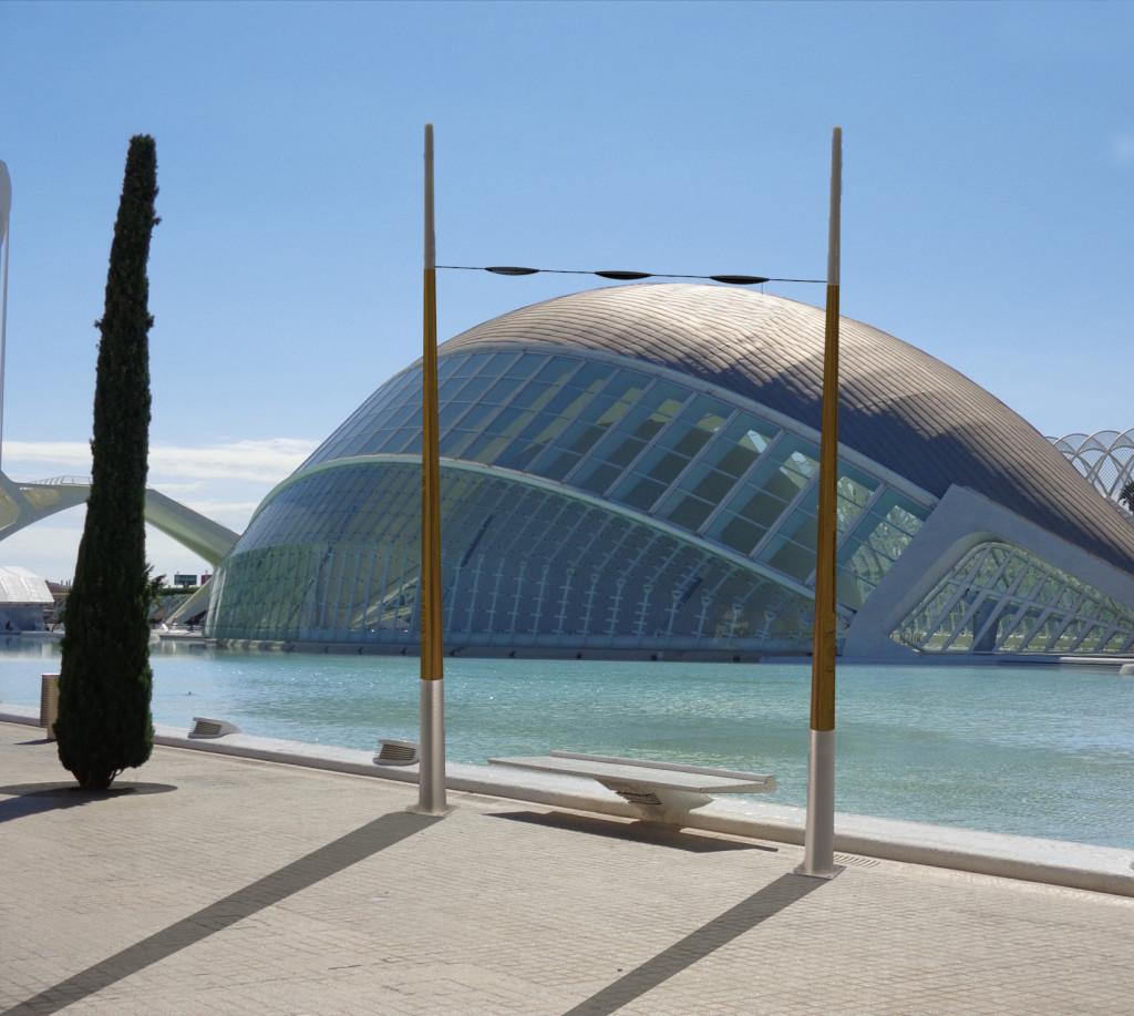 Farolas de madera en L'Hemisferic de Valencia